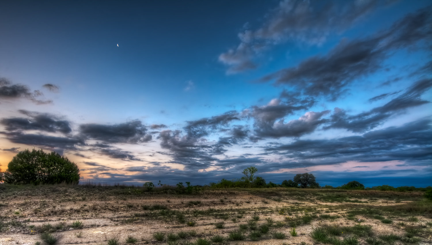 Photo of Moon set and sunrise in Comanche County, Texas